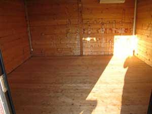 休憩用ログハウス 室内(約13�)